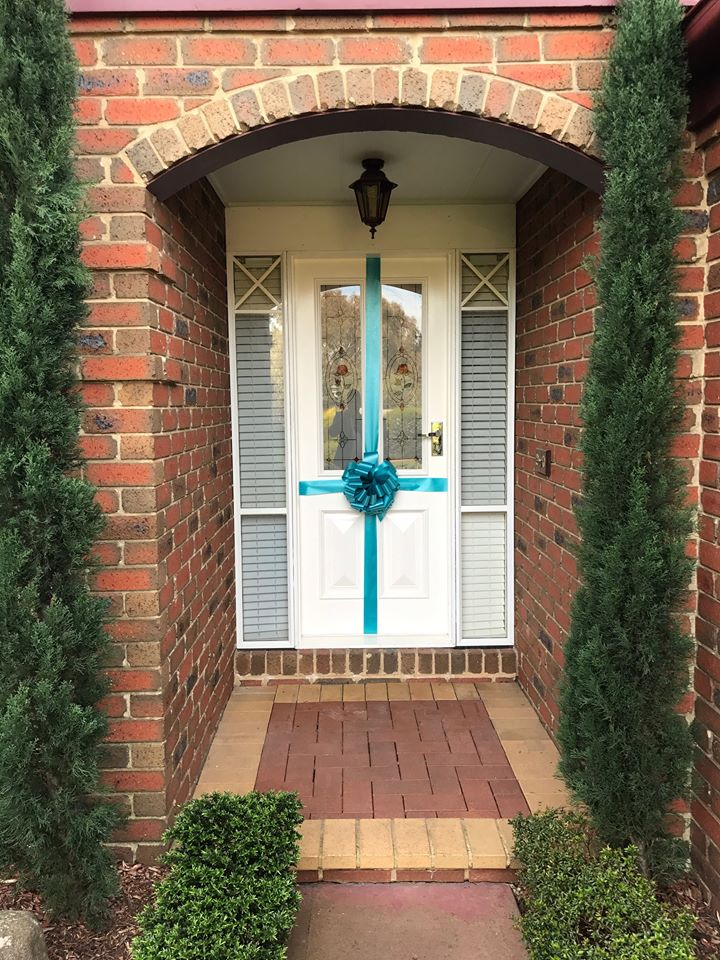 Front Door Bow | Real Estate Bow
