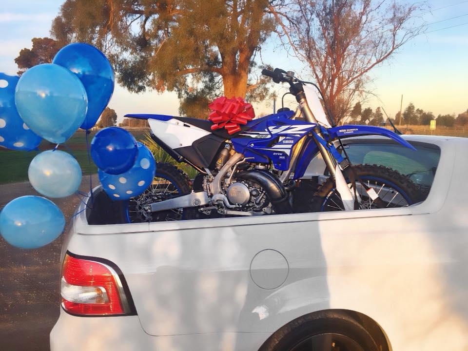 Motorbike Bow   Happy Birthday Present