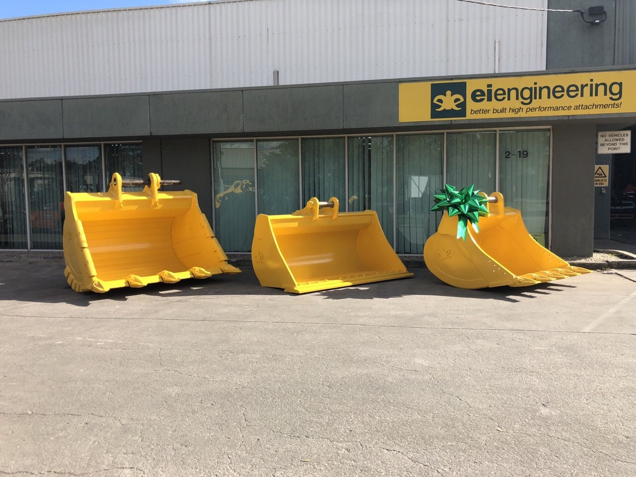 Bow for construction machinery | Big Bow | Big Green Bow